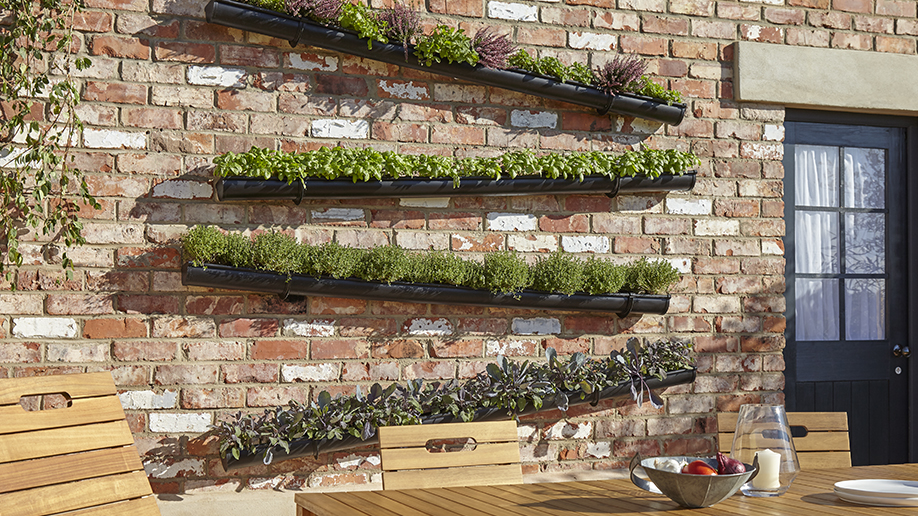 Crea tu propia jardinera vertical con canalones